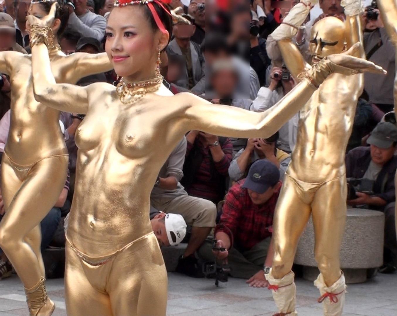 エロ 金粉ショーサンバ ポロリ 大須大道町人祭のエロい金粉ショーで岡本彩という可愛い娘さんの ...