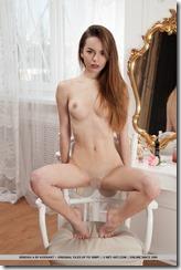 nude-281022 (3)