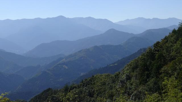 雲早山や高城山がよく見える