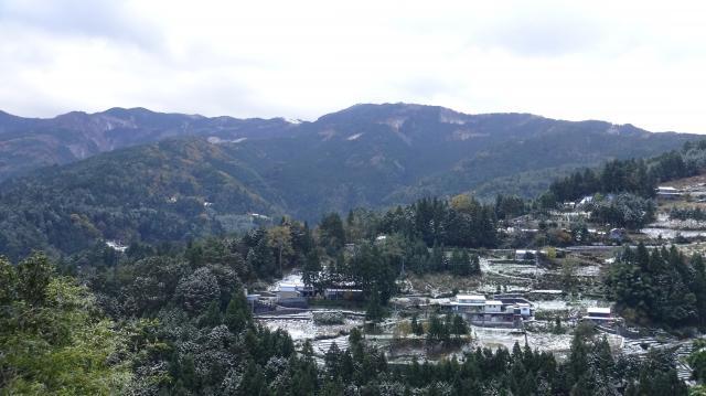 はるか上の井川スキー場を見上げる