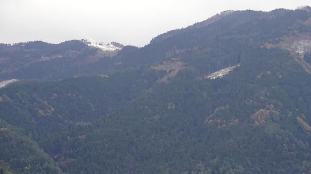 ズームアップ、白く輝いているところが井川スキー場