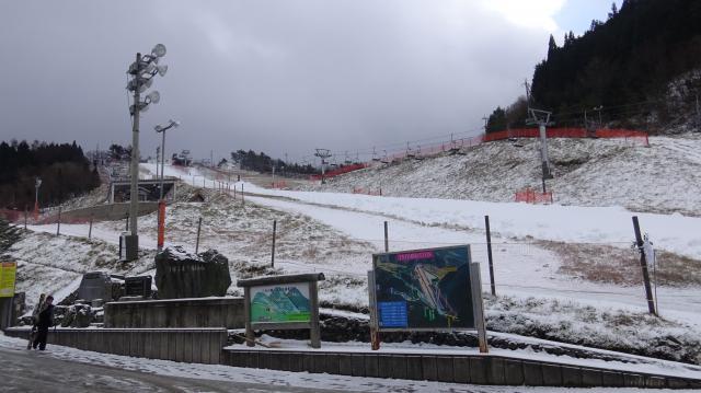 人工雪の積雪が50センチ、自然雪は5センチ?