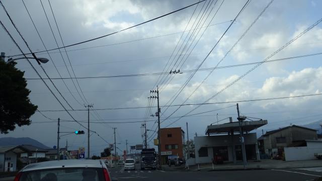 県西部方向は雲が垂れこめる