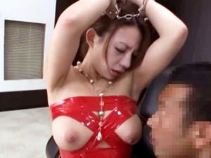 地味なOL織田真子の裏の顔はおっぱいを揺らして性接待
