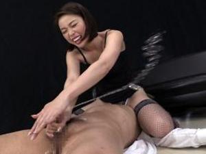 男の潮吹き!顔面騎乗しながらの神業亀頭責め手コキで痴女が強制エクスタシーさせる!かすみりさ