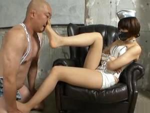 ハイヒール踏みつけや金蹴り&パンスト足コキでM男調教する美脚女王様 スージーQ