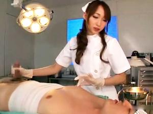 痴女ナースが麻酔で動けない患者を手コキフェラで強制射精させる!蓮実クレア