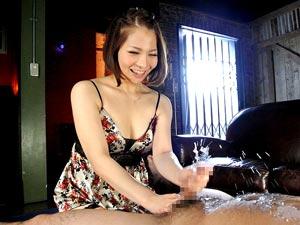 秋田で発掘した美痴女の新人とは思えない凄テク手コキで男の潮吹き 香波りょう