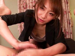 チンポしかマッサージしてくれない美人エステティシャンに寸止めされるが最後は顔射で大量のザーメンを受けとめてくれます。