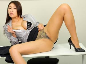 不正疑惑の美人議員が釈明会見で謝罪しながら乳揺れSEXを披露して中出し!小早川怜子