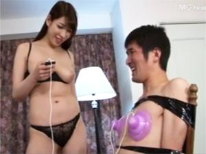 巨乳お姉さんがひたすらM男の乳首責め!香山美桜