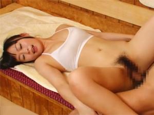 美人サウナレディがサウナ室でマッサージで勃起したチンコを挿入して激しくグラインドさせる特別アカスリ