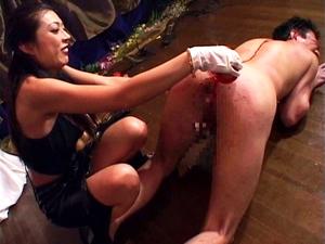 美脚OLの足を舐め徹底的な蝋責めとアナル前立腺刺激に調教される奴隷社長