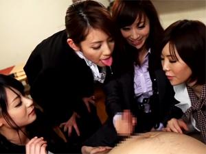 特殊機関の美熟女捜査官たちが犯人を取り囲み手コキで尋問!