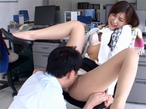 長身美脚OLがオフィスでクンニされ着衣のままパンティをずらしてSEX!!神波多一花