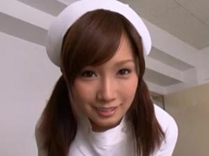 美少女看護婦小島みなみが入院患者を手コキフェラで勃起させて騎乗位SEXで元気づけますw