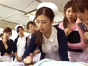 新米看護婦達に見られながら手コキする看護婦さん