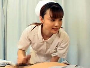 検診で勃起した患者のチンポを手コキ抜きするベテランナース