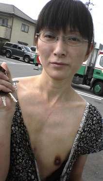 メガネの貧乳・微乳 人妻 画像 1