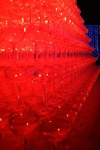 赤いワイングラス