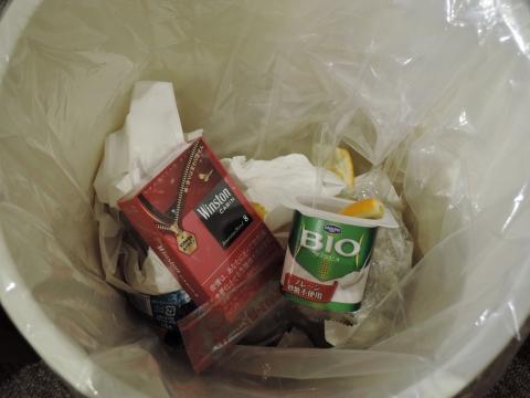 たばこをゴミ箱に捨ててやった!②