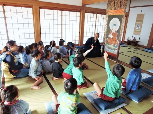 500保育園児の坐禅体験151201002
