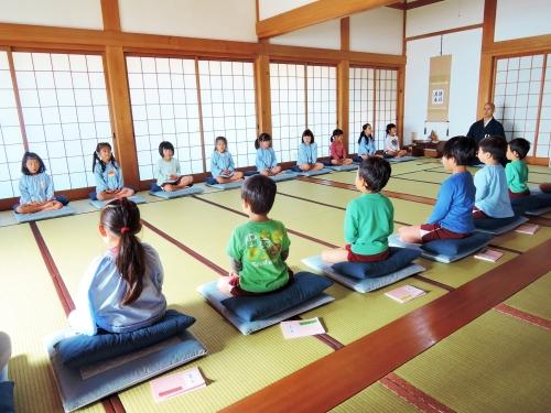 500保育園児の坐禅体験151201003