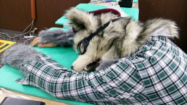 狼男グッタリ