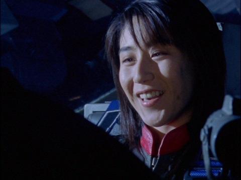 普通のお嫁さんになりたかったと語る、ユミムラ・リョウ隊員(演:斉藤りさ)
