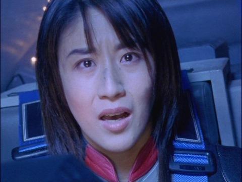 「君だけを守りたい」の言葉に驚く、ユミムラ・リョウ隊員(演:斉藤りさ)