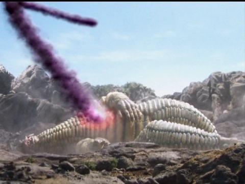 レッドキングの体から出てくる、宇宙同化獣 ガディバ