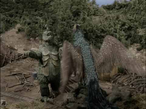対峙するゴメスとリトラ