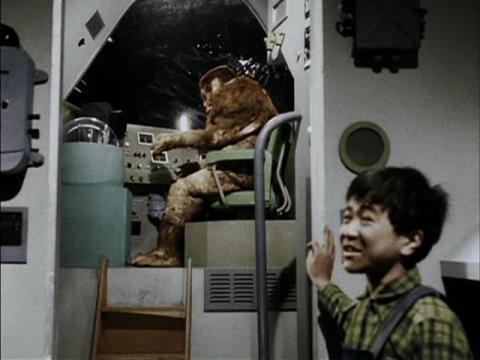 イナズマ号を運転するM1号