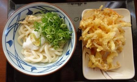私 ~ おろし醤油うどん(冷・並) 350 円+ 野菜かき揚げ 130 円