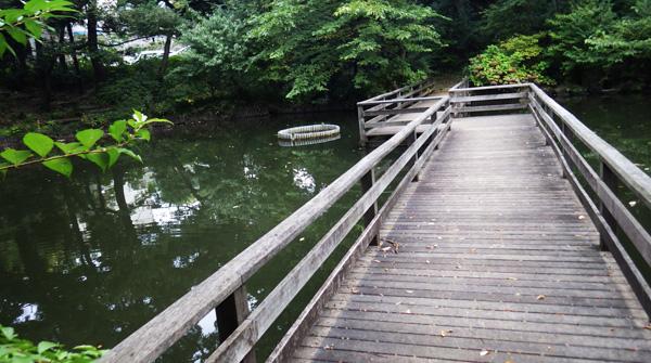 血洗いの池の橋