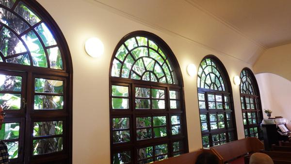 窓 「東京若葉キリスト教会」