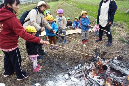 マシュマロ焼き(2歳児)