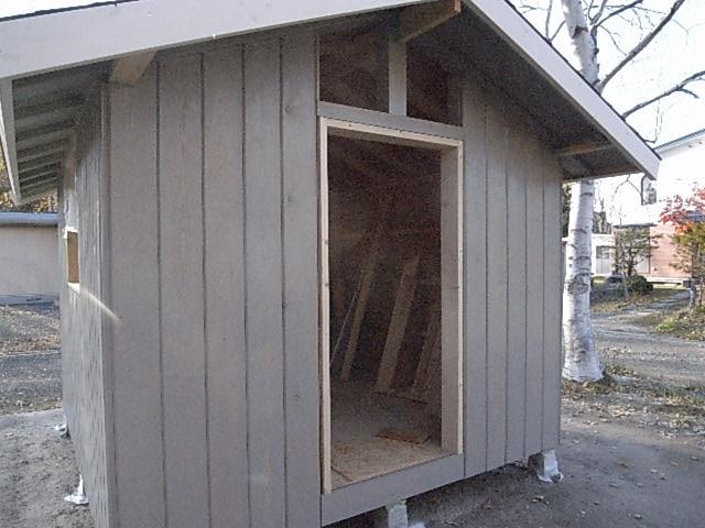 小屋の壁塗装2