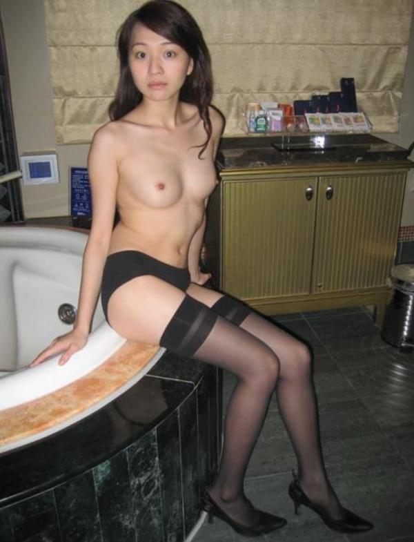 20代若妻・新妻・若奥さんのエロ画像-76