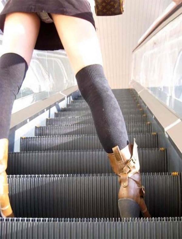 階段パンチラ画像&エスカレーターパンチラ画像-6