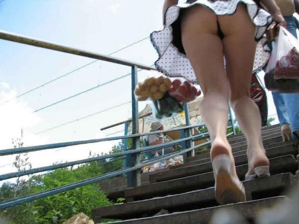 階段パンチラ画像&エスカレーターパンチラ画像-27