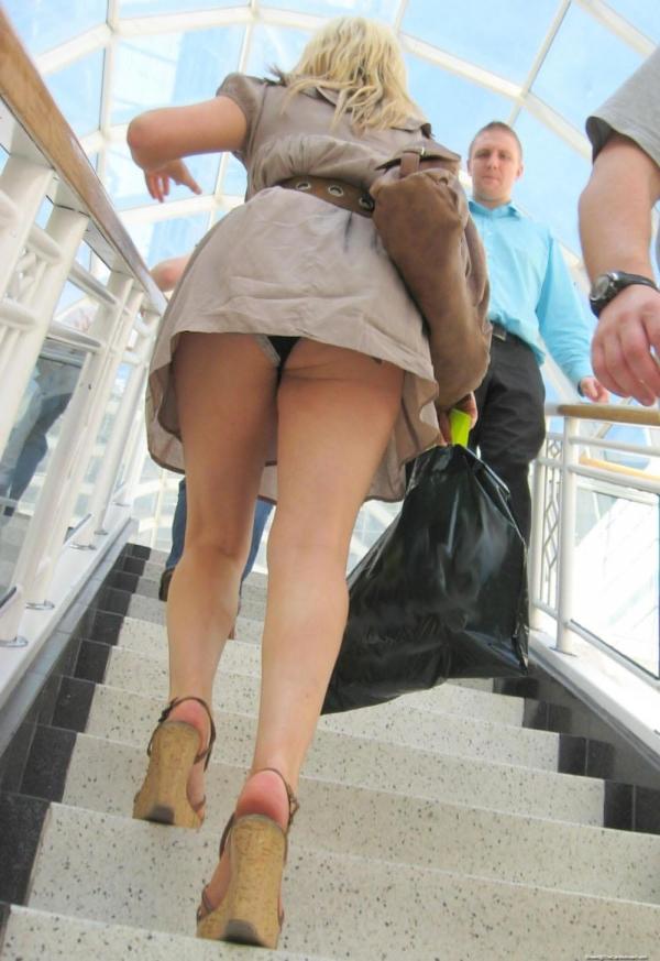 階段パンチラ画像&エスカレーターパンチラ画像-35