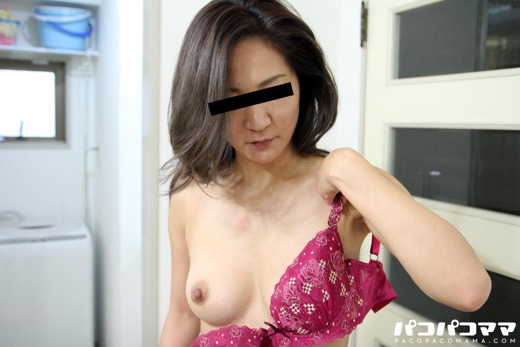 四十路淫乱人妻の無修正熟女画像-27