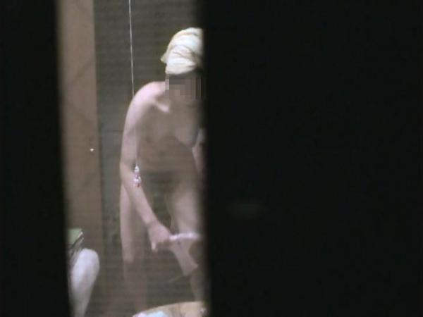 住宅街の風呂盗撮画像-8