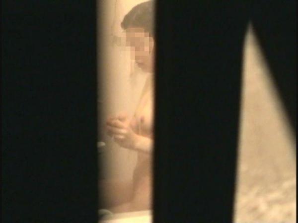 住宅街の風呂盗撮画像-41