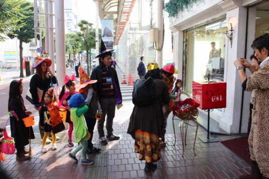 甲府ハロウィン 仮装パレード お菓子