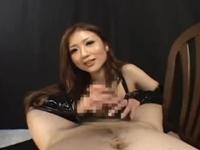 スレンダー巨乳の痴女お姉さんがM男チンポを手コキでガチヌキ!