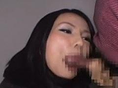熟女ナンパで釣った人妻の口の中に大量ザーメンを発射!