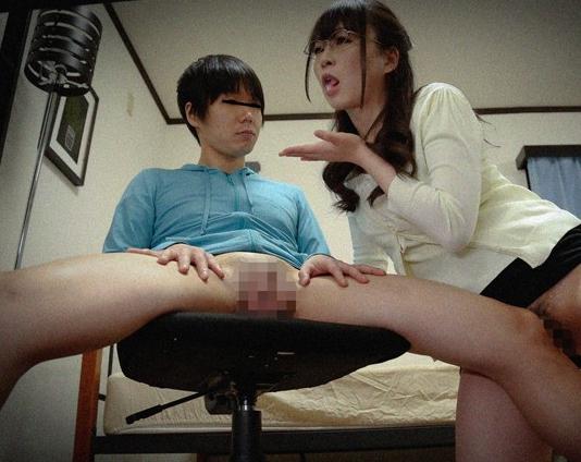 痴女家庭教師がこっそり教え子のショタにパンスト足コキ責めの脚フェチDVD画像2
