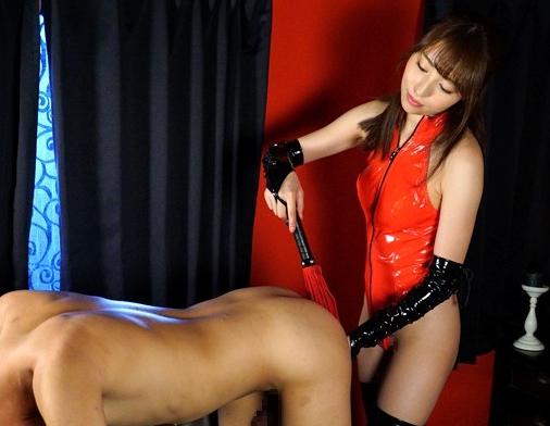 ドエスなボンテージお姉さんがM男に肉棒をブーツコキ責めの脚フェチDVD画像2